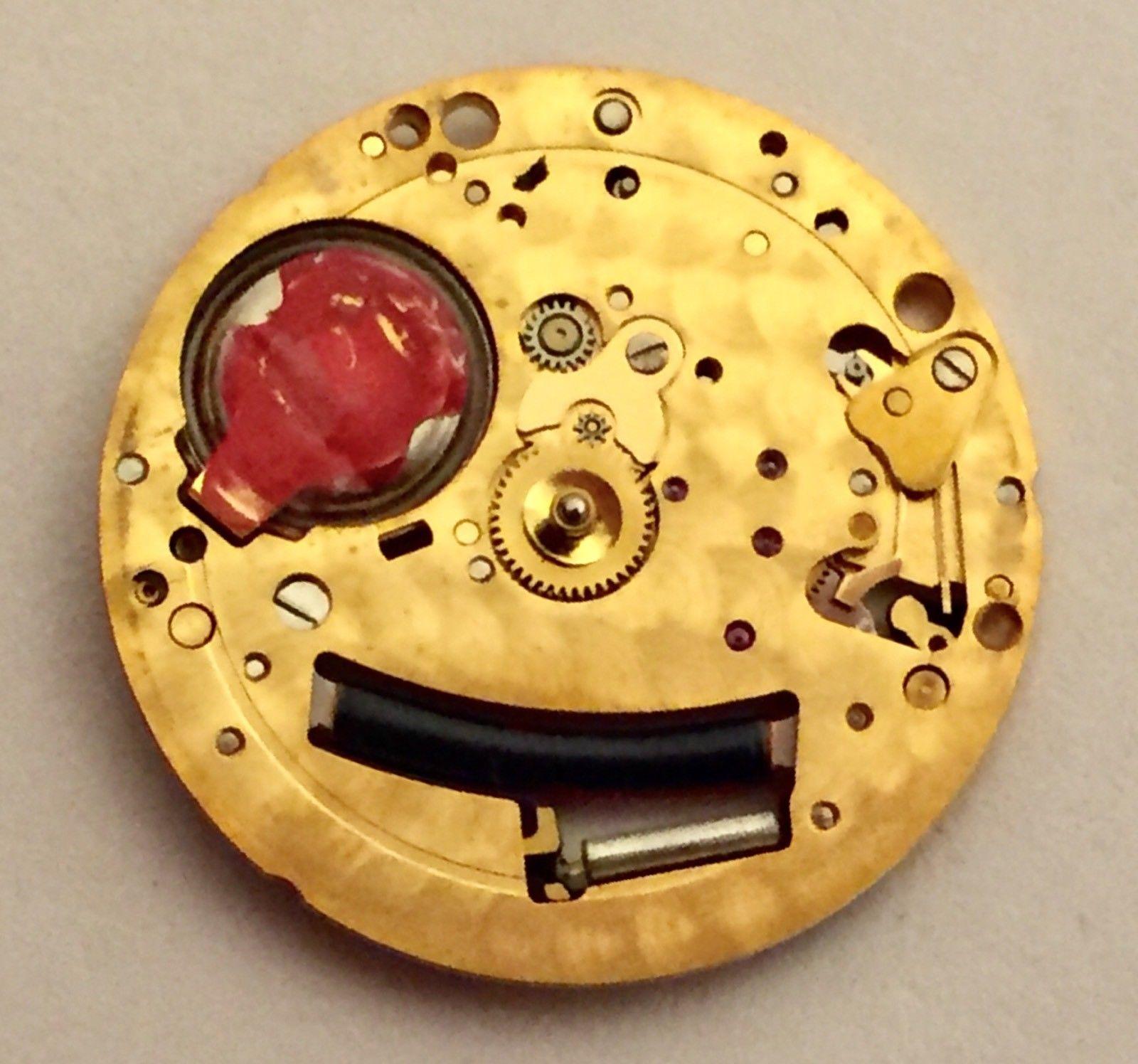 Đồng hồ quartz là gì? Đồng hồ quartz hoạt động như thế nào